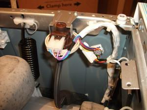 Стиральная машина набирает много или мало воды – в чем причина?